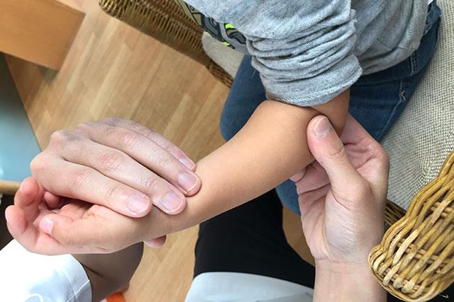 肘内障の症例と治療のご紹介。