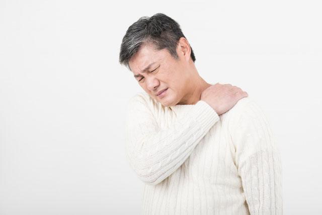 50代男性の睡眠から醒めたときの痛みである寝違えの症例と治療のご案内。